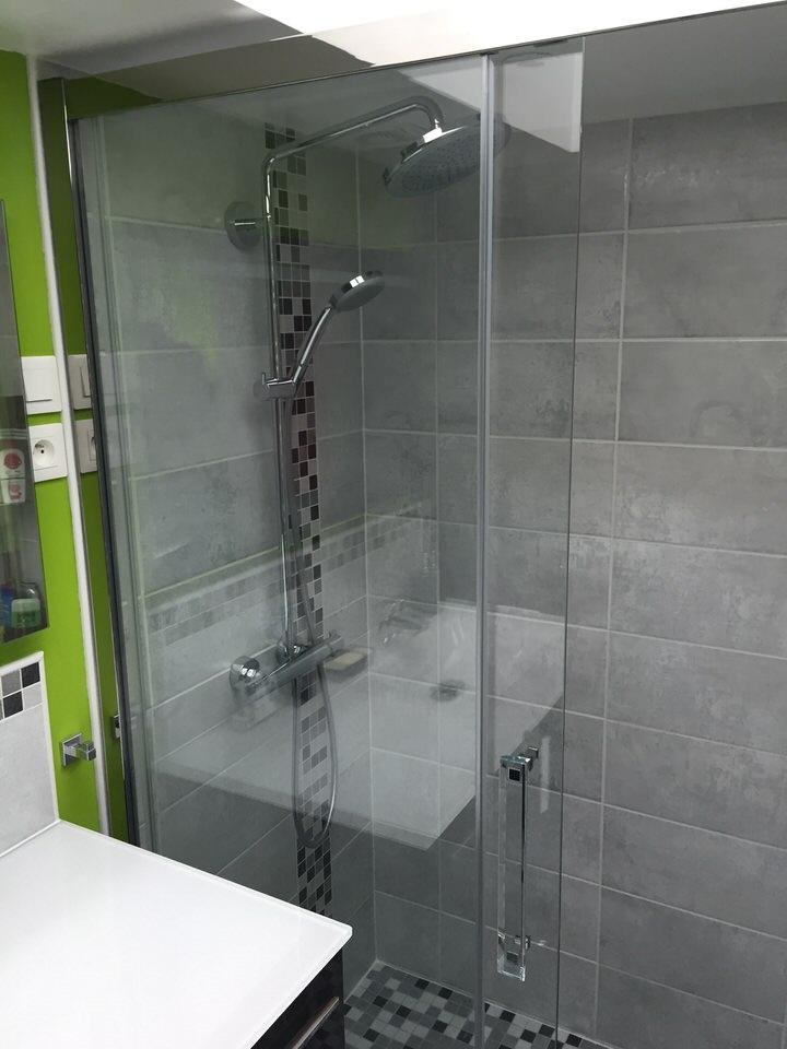 salle de bains avec douche italienne poser croix lille de souza barbosa habitat. Black Bedroom Furniture Sets. Home Design Ideas